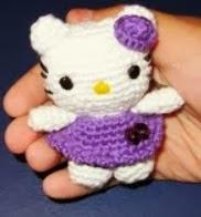 http://www.artedetei.com/2012/10/llavero-amigurumi-mini-hello-kitty.html