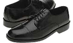 menghilangkan bau pada sepatu