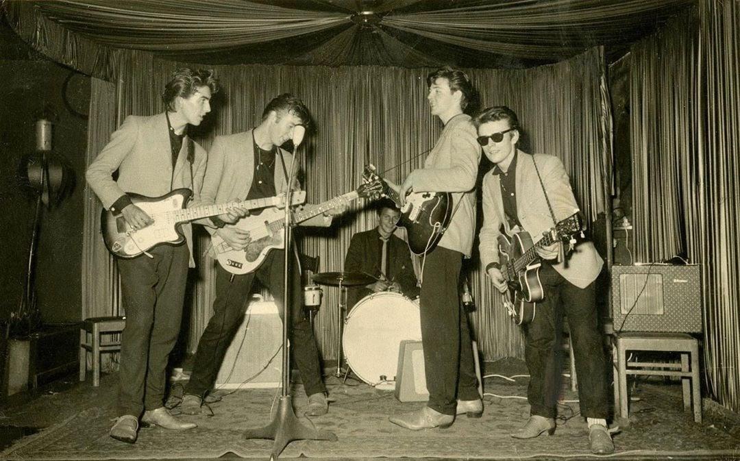 Les 80 bougies de Stuart Sutcliffe, bassiste originel des Beatles