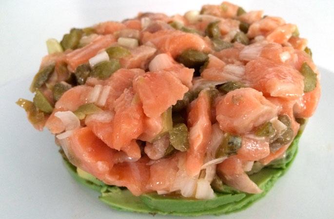 Tartar de aguacate y salmón