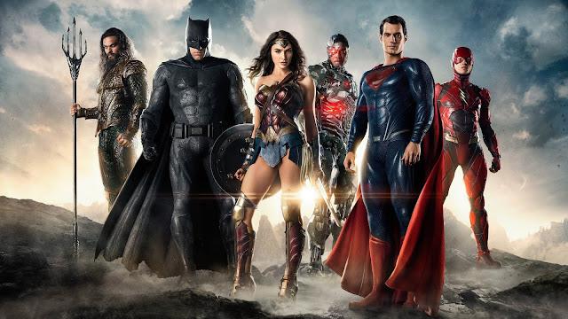 Zack Snyder responsável por Homem de Aço, Batman VS Superman e parte de Liga da Justiça deu o tom do Universo da DC nos cinemas. Estilo este, que parece estar sendo deixado de lado com Aquaman, Shazam! E até Aves de Rapina pelo pouco que vimos. Porém, muitos endeusam Snyder, e gostariam de uma versão 100% dele de Liga da Justiça. O diretor deixou a produção após problemas pessoais, e Joss Whedon assumiu o projeto trazendo cores, piadas e um clima Marvel para o longa, já que o diretor trabalhou com a concorrente anteriormente. Muitos acreditam que ele estragou o filme de Zack Snyder, e outros que ele salvou.