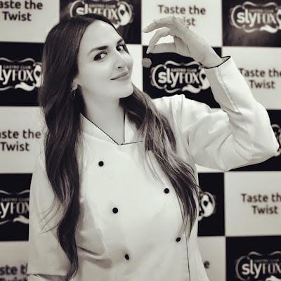 #instamag-esha-deol-has-fun-playing-chef-in-cakewalk