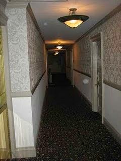 Cerita Lubang Kunci di Pintu Kamar Hotel