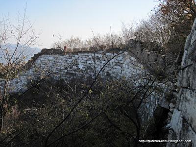 La barda de la muralla china se resiste a caer