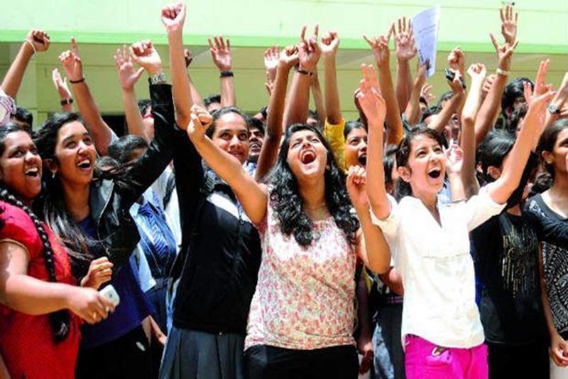 इंटर नतीजों में छा गई बिहार की बेटियां, तीनों स्ट्रीम्स में लड़कियां टॉपर