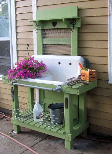 Dishfunctional designs salvaged wood pallet potting benches for Diy garden table designs