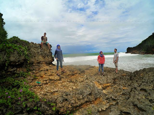 Wisata pantai di malang selatan, pantai ngantep dan pantai perahu pecah