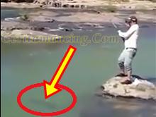 Mancing Ikan Di Sungai Berarus Dapat Ikan Monster