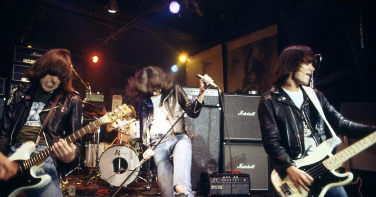 Terjemahan Lirik Lagu Do You Wanna Dance ~ Ramones