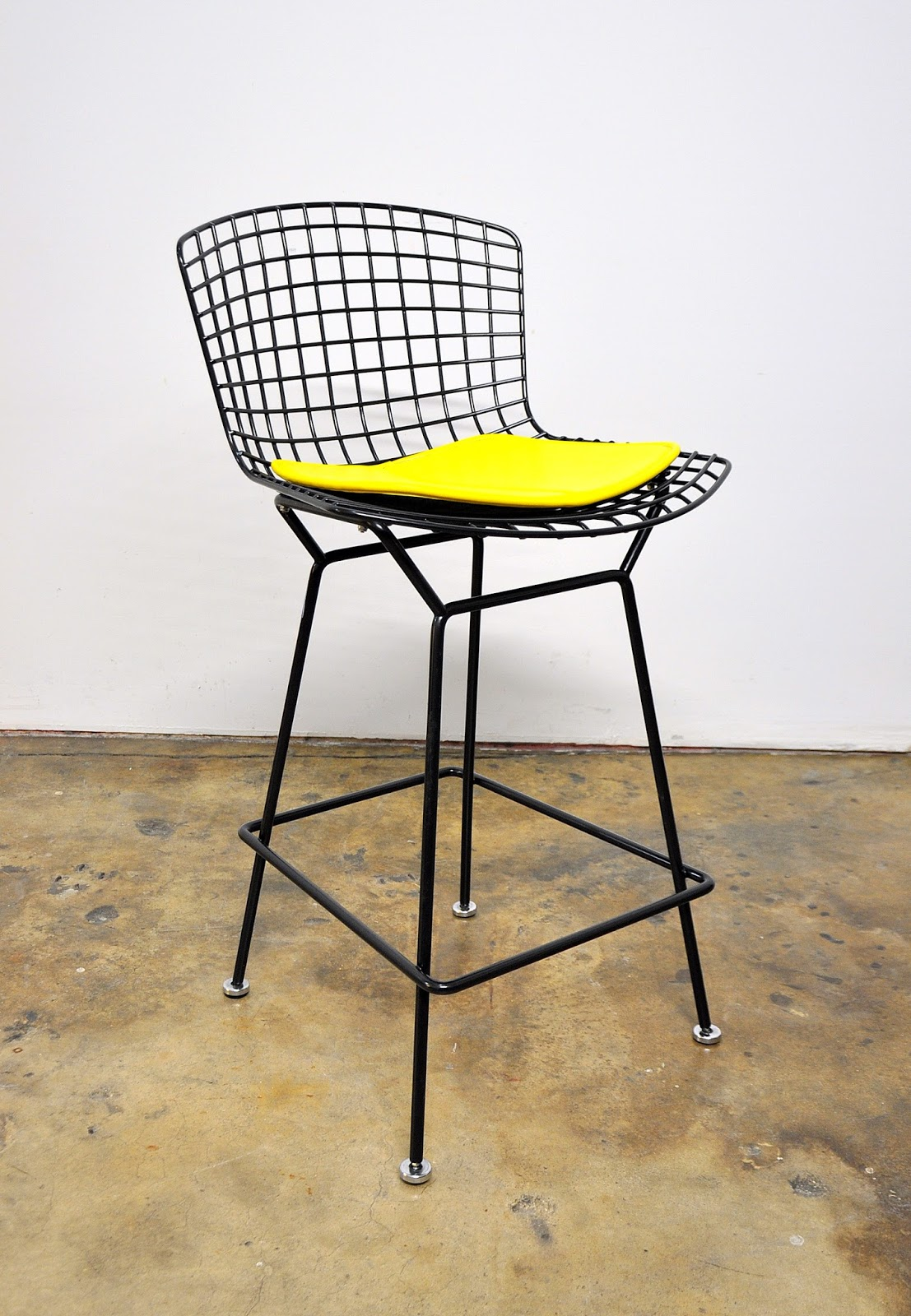 Select modern harry bertoia for knoll black bar stool for Bertoia stoel