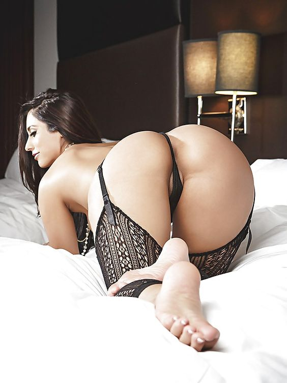 Plump mature ass in thong