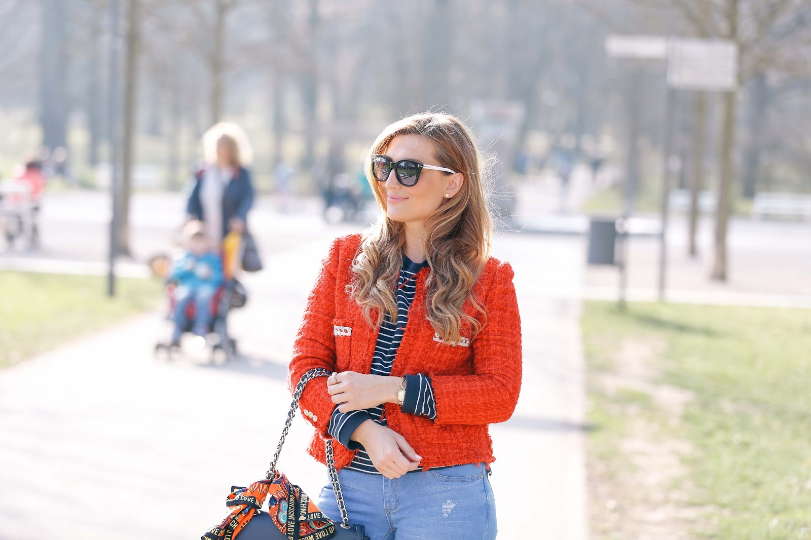 blue-jeans-blaue-jeans-blogger-chic-streetsylelook-roter blazer