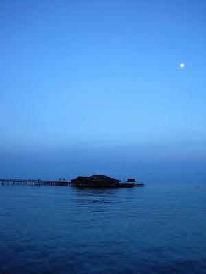 Senja biru di Derawan, Kalimantan Timur