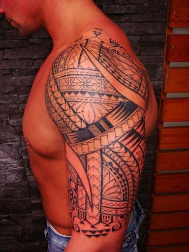 Este polinésia meia manga tatuagem tribal