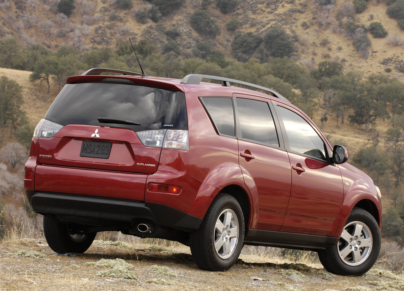 mitsubishi recalls 200k crossovers for rusty wipers. Black Bedroom Furniture Sets. Home Design Ideas