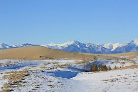 2 Gurun Pasir Dikepung Pegunungan Salju