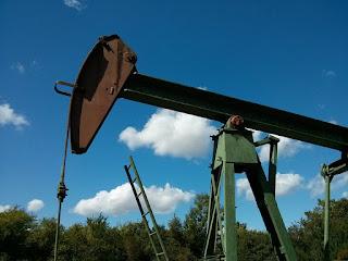 oil-oil-production-oil-pump-752566/
