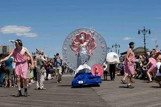 La sfilata della sirenetta Coney Island