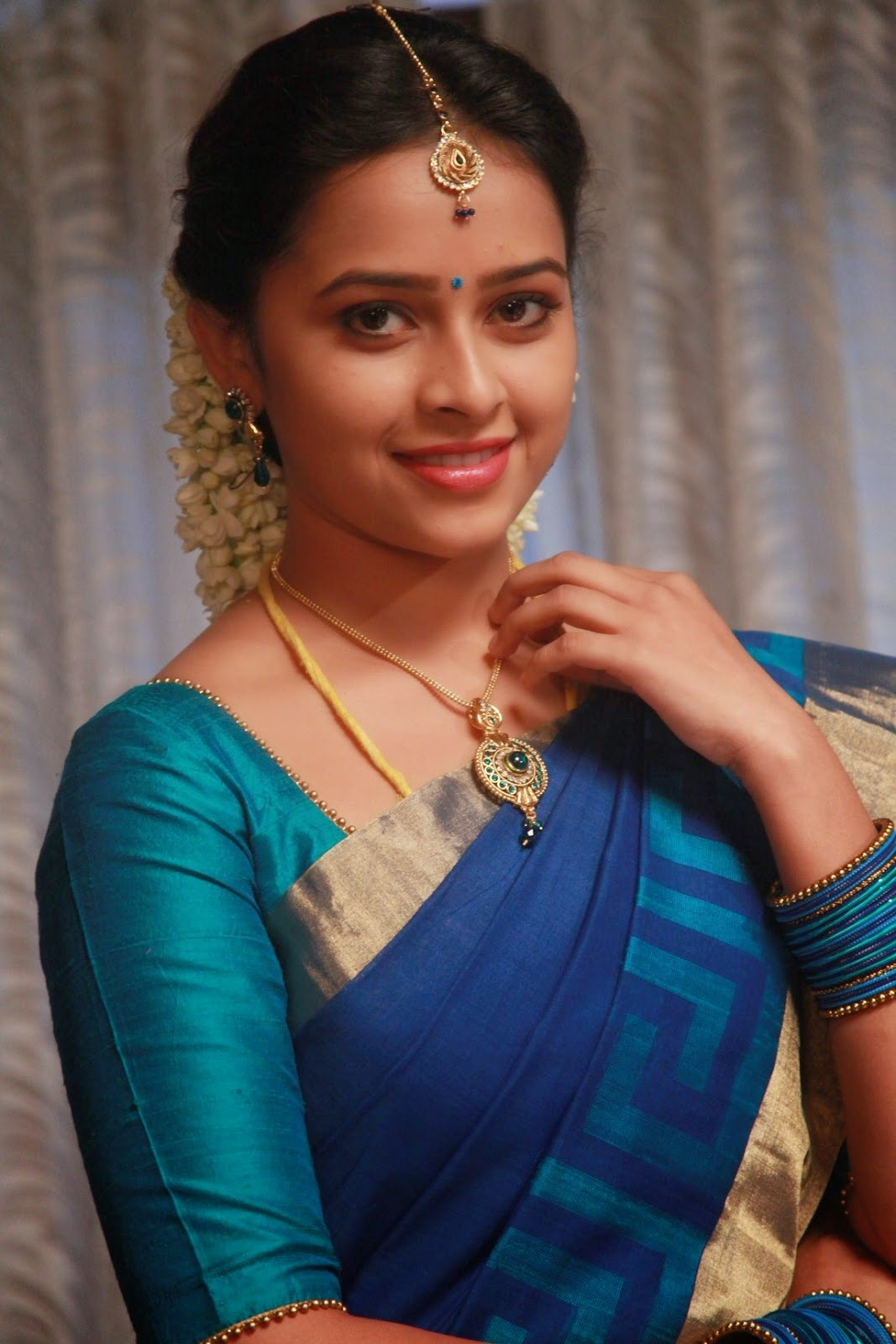 Actress%252BSri%252BDivya%252BLatest%252BCute%252BHot%252BExclusive%252BBlue%252BSaree%252BNavel%252BShow%252BSpicy%252BPhotos%252BGallery%252BFor%252BVellakkara%252BDurai%252BTamil%252BMovie%252B%25281%2529 - Actress Sri Divya's Hot & Spicy Images In Saree|Top 25-Spicy Photos|decide to go NO Glamour in Her Movies