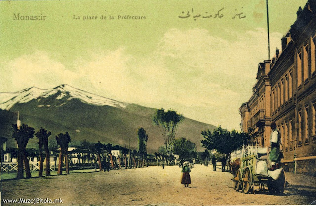 Општинската управна зграда-хукумат во 1908 година. Денес на тоа место се зградата на Судот и зградата на Општина Битола.
