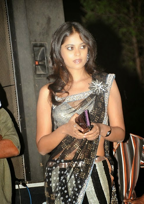 Bindu Madhavi Hot Hip Show Photos In Black Saree