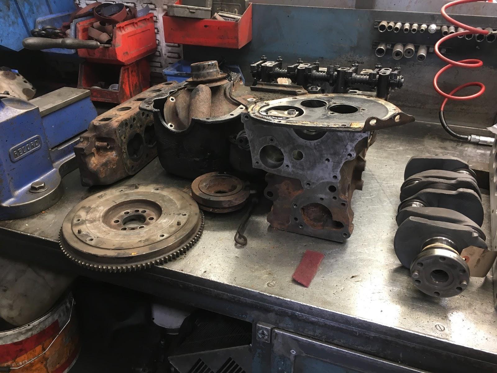 POV Midget engine build t'adore!!! délicieuse!