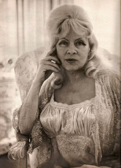 Mae West old