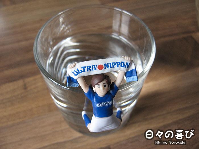 Figurine Fuchiko édition ultra nippon sur un verre