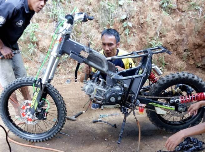 7 Contoh Gambar Rangka Modifikasi Motor Bebek Jadi Trail Motor