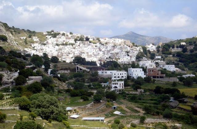 χωριό Απείρανθος από μακριά
