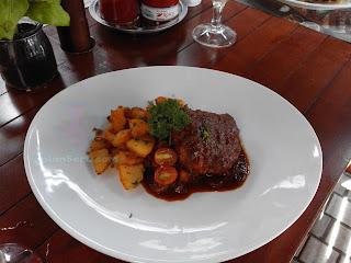 Yuk Makan Siang Di BAVARIAN HAUS BRATWURST N' GRILL