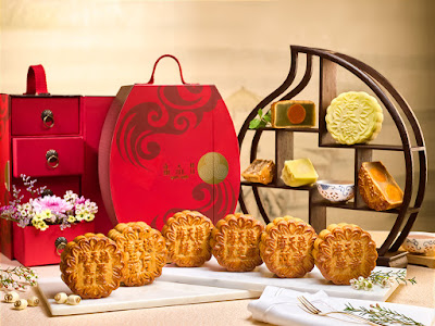 Source: Pan Pacific Singapore. The seven mooncakes from Hai Tien Lo.