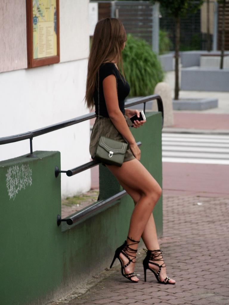 GREEN SHORT & BLACK | born2be.pl