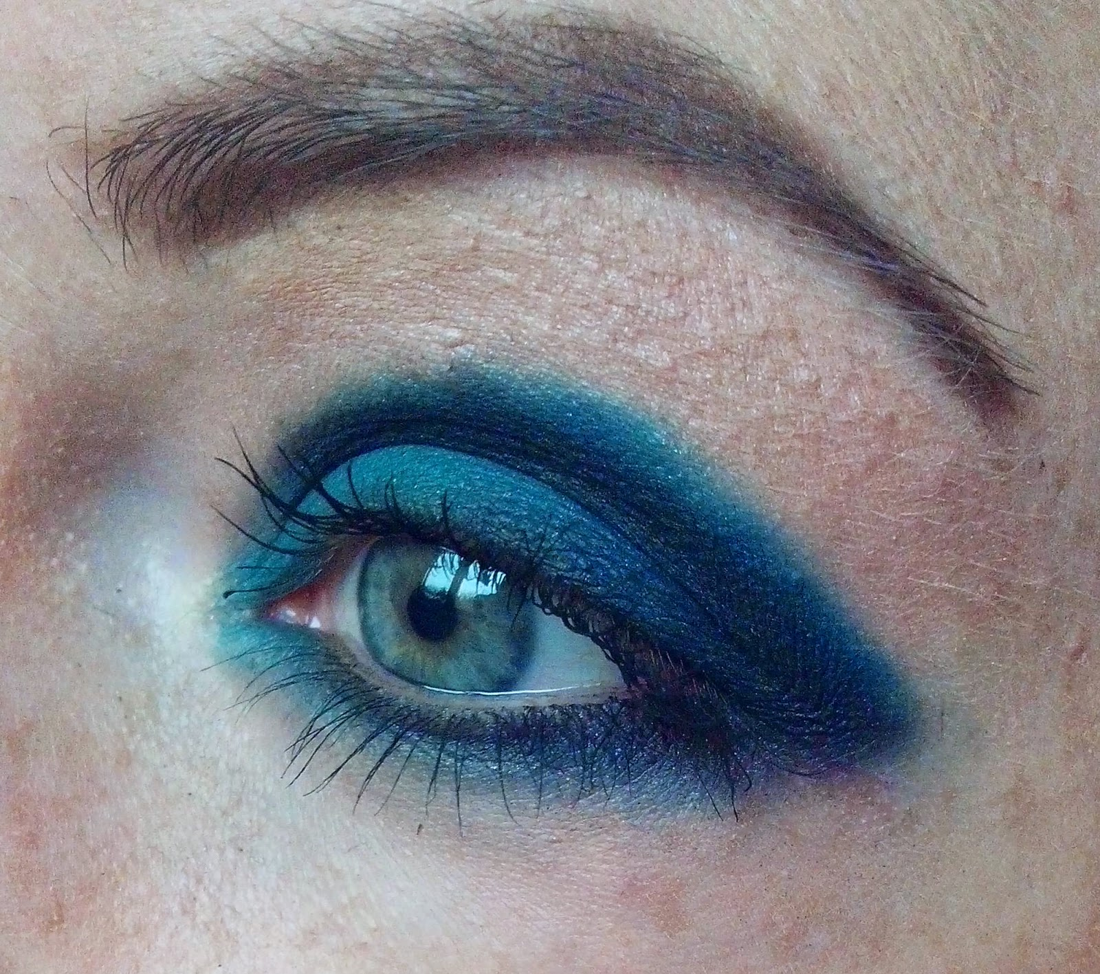 sleek-i-divine-mineral-based-eye-shadow-ultra-matts-makeup-look