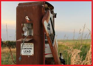 timbal pada bahan bakar kendaraan berfungsi sebagai zat aditif atau zat tambahan yang ber Bahaya Penggunaan Bensin Yang Mengandung Timbal