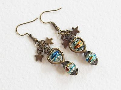 https://www.alittlemarket.com/boucles-d-oreille/fr_boucles_d_oreilles_vintage_un_coeur_en_couleurs_perles_de_verre_metal_bronze_vieilli_-16173848.html