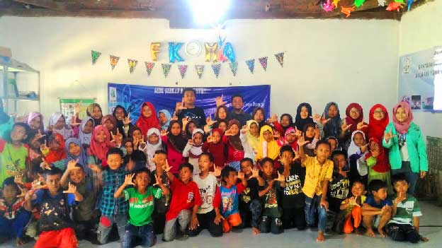 "Lembaga Pers dan Radio Kampus (LEMAPKA) STIAMI Bekasi mengadakan Pelatihan Jurnalistik ""To Be A Good Broadcast & Journalist Since Early"""