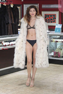 Blanca-Blanco-at-a-local-pawn-shop--24+%7E+SexyCelebs.in+Exclusive.jpg