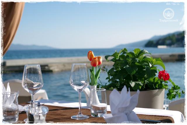 Gartenblog Topfgartenwelt Kroatien: wunderschönes Restaurant direkt am Meer in Opatija