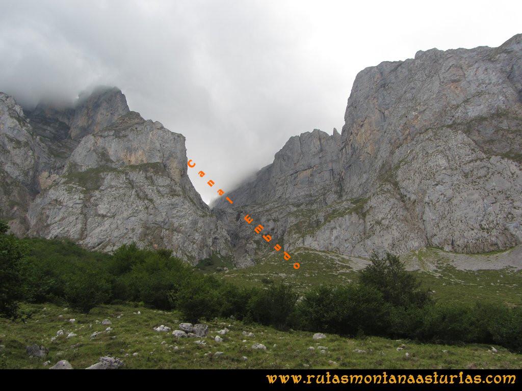 Ruta el Cable, Padiorna, Collado Jermoso, Palanca, Fuente De: Vista de la Canal del Embudo en Fuente De