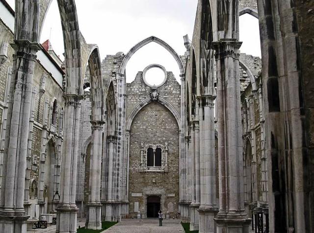 chiesa-del-carmo-lisbona-poracci-in-viaggio-pacchetto-volo-hotel