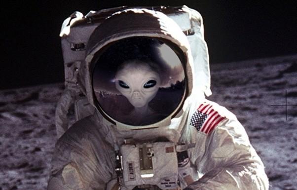 Πως η NASA συγκάλυψε την εμφάνιση εξωγήινων στη Σελήνη!