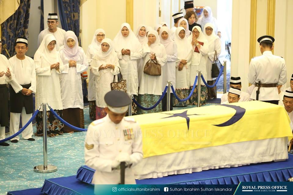 Penghormatan Terakhir Kepada Bonda Sultan Johor Sebelum Di Makamkan