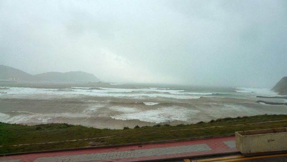 arrigunaga temporal viento y olas