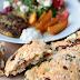 Gyrosschnitzel mit Salat, Kurkuma-Kartoffelspalten und Bärlauch-Tomaten-Feta-Brot