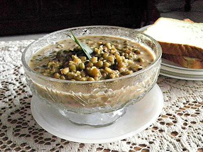 Sweet Green Bean Soup Recipe @ treatntrick.blogspot.com