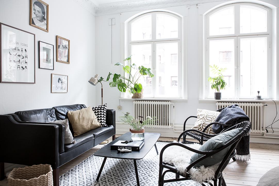 czarna sofa, skórzana sofa, styl skandynawski