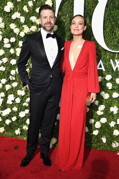 Olivia Wilde stuns in crimson gown at Tony Awards with fiance Jason Sudeikis