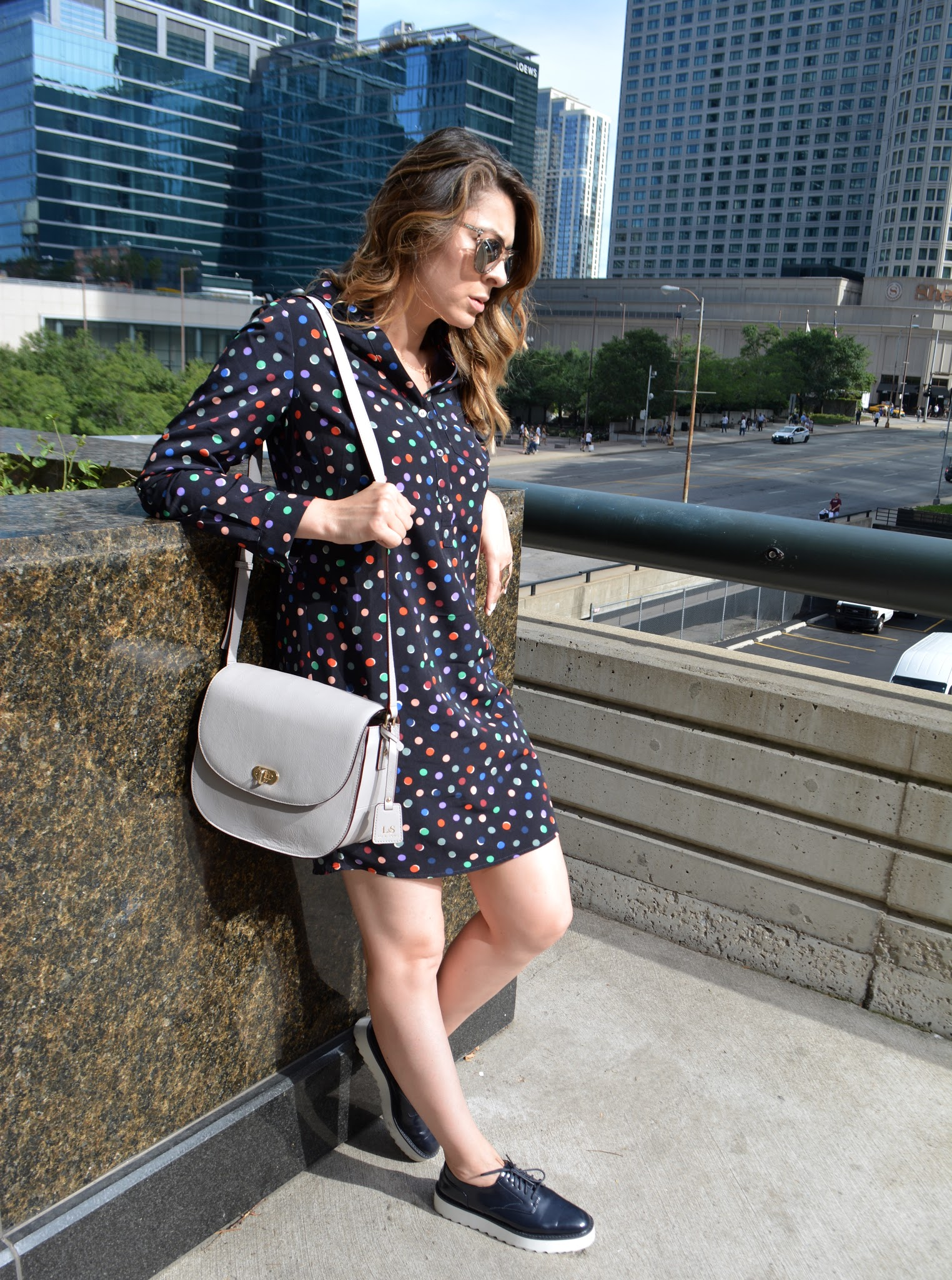 Claremont camera bag, Lo & Sons, Lo & Sons Claremont bag, leather camera bag, bolso de cámara Lo & Sons, bolso de cámara de cuero, Chicago blogger, bloguera de Chicago, Latina blogger, bloguera latina, Chicago White Sox, Millennium Park, Iridium clothing, Roof on theWit, Upstairs at the Gwen, azoteas de Chicago, Lo & Sons bags