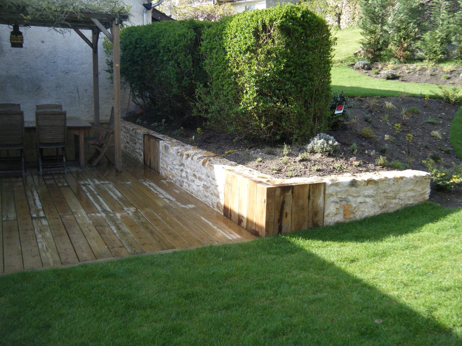 terrasse bois terrain pente diverses id es de conception de patio en bois pour. Black Bedroom Furniture Sets. Home Design Ideas